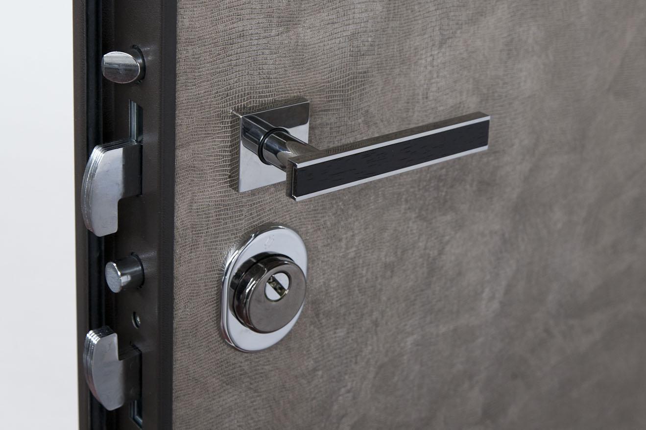Come proteggere una porta blindata - Maniglia porta ingresso ...
